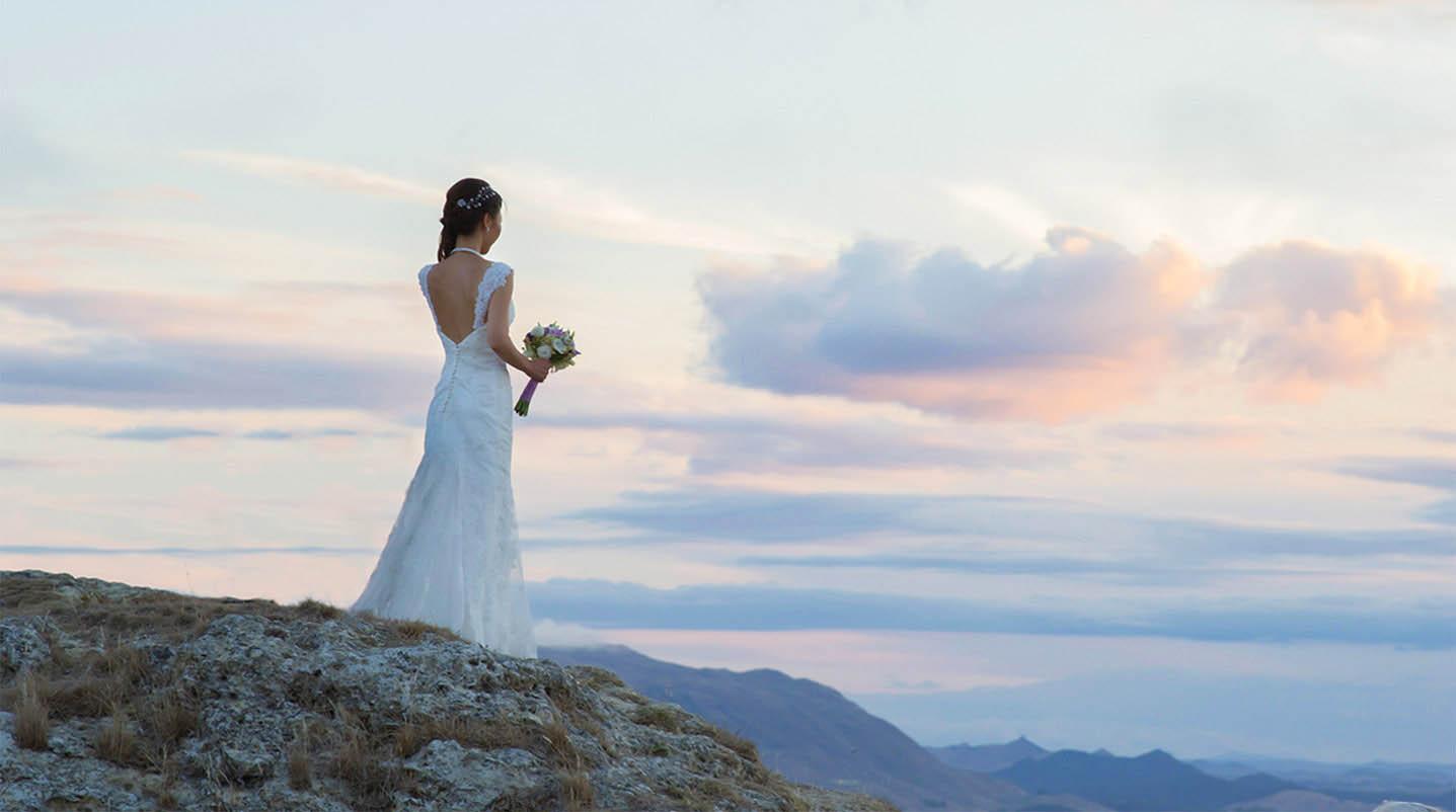 Photoshoot of bride overlooking mountains